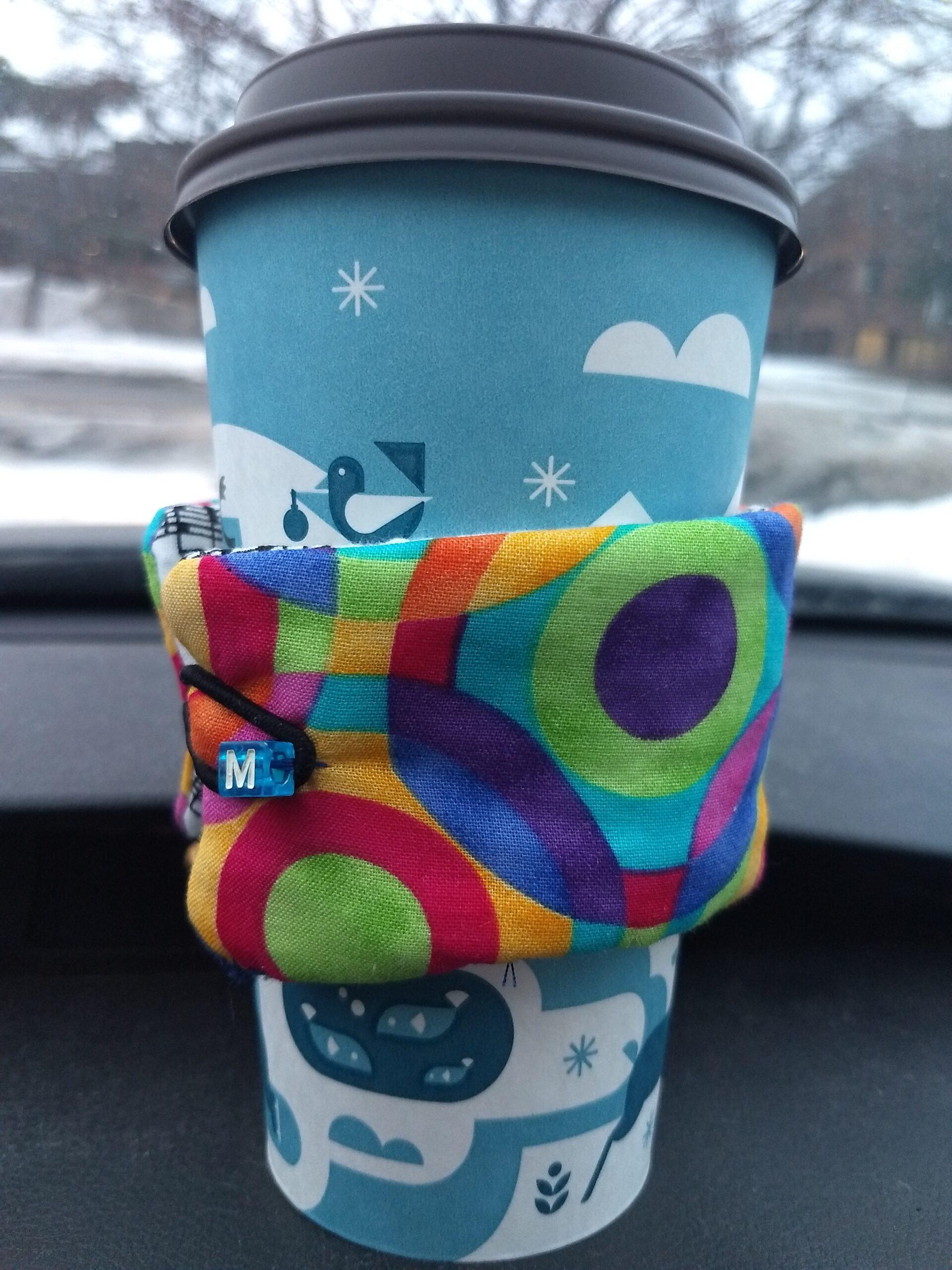 "Reversible cup cozy – ""O"""